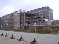 02130003 - Garbsen - Am Rathaus - 2005.JPG