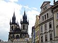027 Staroměstské Náměstí, església de Týn i casa de les Cigonyes.jpg