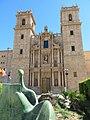 141 Sant Miquel dels Reis (València), façana de l'església i escultura Dona llegint.jpg