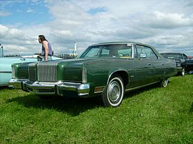 1976 Chrysler New Yorker.jpg
