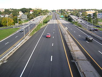 Cross County Parkway - The Cross County Parkway looking east from the Murray Avenue bridge in Yonkers, near exit 4S