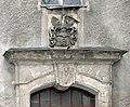 20060201025DR Böhla (Schönfeld) Rittergut Herrenhaus Portal Wappen.jpg