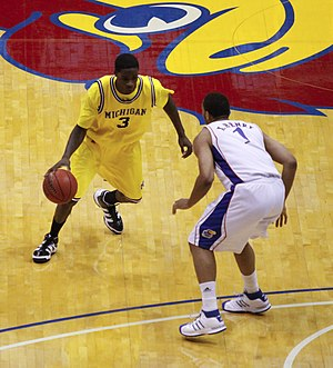 2009–10 Michigan Wolverines men's basketball team - Manny Harris is guarded by Xavier Henry