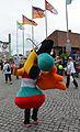 2013 Schützenausmarsch Hannover, 0741 Bruchmeisterallee vor dem Schützenplatz, Twipsy vom EXPOSEEUM, dem Museum der Expo2000, vor dem Gilde-Tor am Schützenplatz.jpg