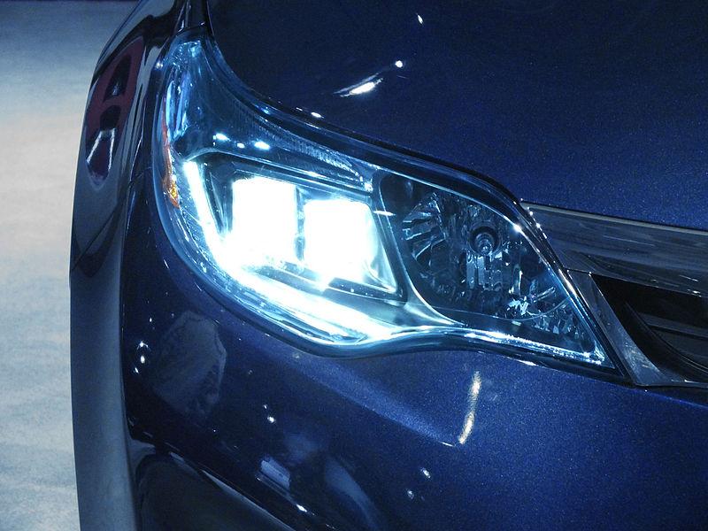 File:2014 Toyota Avalon Quadrabeam Headlamp.jpg