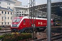 201705 HXD1D-0433 hauls K105 at Nanchang Station.jpg