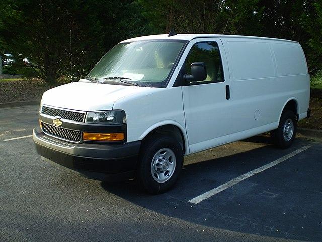 https://upload.wikimedia.org/wikipedia/commons/thumb/d/df/2019_Chevrolet_Express_2500_Cargo_Regular_Wb_WT_observe.jpg/640px-2019_Chevrolet_Express_2500_Cargo_Regular_Wb_WT_observe.jpg