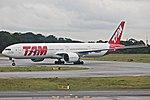 777-300ER LATAM SBGR (34390933921).jpg