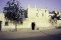 ASC Leiden - van Achterberg Collection - 01 - 79 - Une maison en terre cuite haoussa avec une décoration de façade - Zinder, Niger, novembre 1990 - janvier 1991.tif