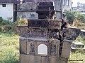 A ruined samadhi at Kashibai Bhosle Ghat, Nagpur - panoramio.jpg