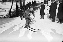 Aarne Valkama 1937.jpg