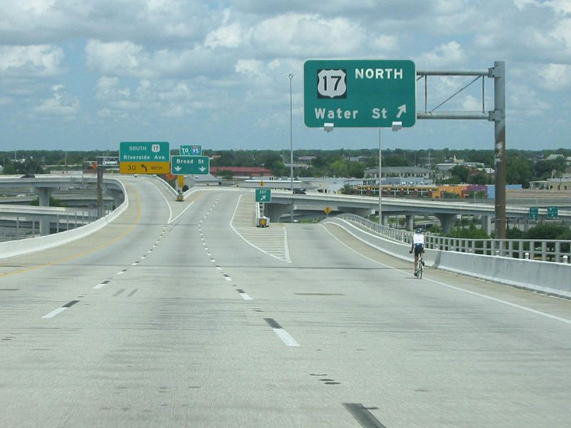 Acosta Bridge northbound end.jpg