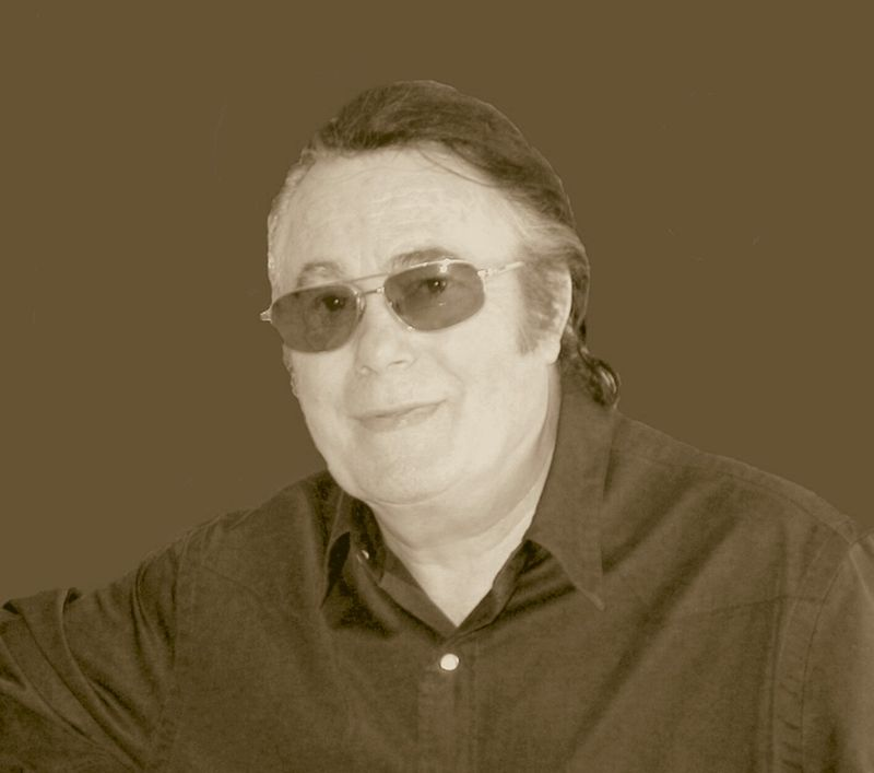Le chanteur Alain Barrière | Photo : Wikimedia.