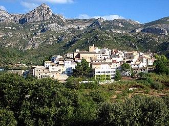 Alfara de Carles - View of Alfara de Carles with the Serra de l'Espina in the background