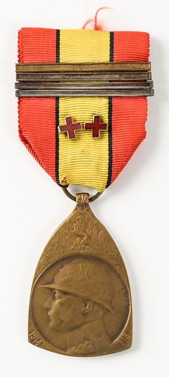 Commemorative Medal of the 1914–1918 War - Example of the medal, with one gold bar, three silver bars, and two red crosses