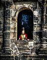 Alle Römer scheinen damals Trier nicht verlassen zu haben (There still seems to bee Romans in the city of Trier) --- Fenster in der Porta Nigra (9650515469).jpg