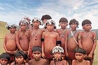 Grupo de niños indígenas de la tribu de los yanomamis en el Alto Orinoco.