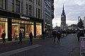 Altstadt Halle (Saale) am Marktplatz zur blauen Stunde - Fielmann Augenoptikergeschäft - panoramio (1).jpg