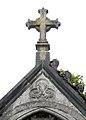 Amiens cimetière de la Madeleine (chapelle funéraire néo-gothique) fronton 1a.jpg