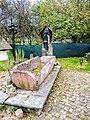 Ancienne fontaine, dans le village de Dolleren.jpg