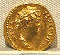 Antonino pio, aureo per faustina maggiore divinizzata, post 141, 04.JPG