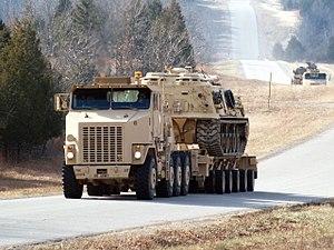 Oshkosh M1070 - Oshkosh M1070A0 tractor, M1000 semi-trailer and M88 ARV payload