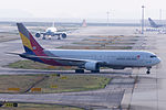 Asiana Airlines, OZ114, Boeing 767-38E, HL7248, Arrived from Seoul, Kansai Airport (17000492500).jpg