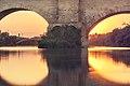 Atardecer en el Puente de Piedra (9531108139).jpg