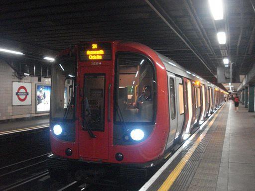 Au Morandarte Flickr S7 21330 on Circle Line, Moorgate (9672240981)