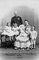 August Leopold mit Familie.jpg