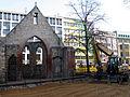 Aushub per Bagger 1m Alter St. Nikolai-Friedhof Nikolaikapelle Hannover, 02 Blick Richtung Goseriede nah.JPG