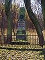Břežanské údolí, Hálkův pomník.jpg