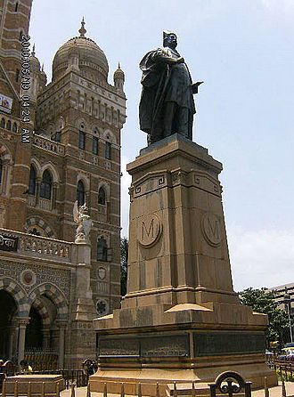 Brihanmumbai Municipal Corporation - Statue of Sir Pherozeshah Mehta outside the BMC Building.
