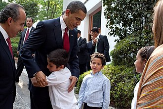 2009 in Mexico - Image: Barack Obama bids farewell to family of Felipe Calderon 4 16 09