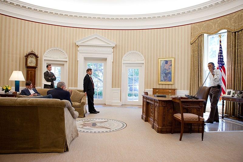 file barack obama in the oval office in september 2010 jpg