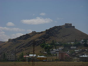 Vista do castelo de Bayburt