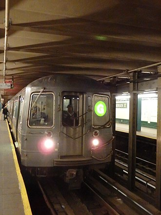 Bergen Street (IND Culver Line) - A G train of R68 cars at the station