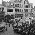 Bergen op Zoom. Koningin Wilhelmina staat voor het stadhuis, Bestanddeelnr 900-4090.jpg