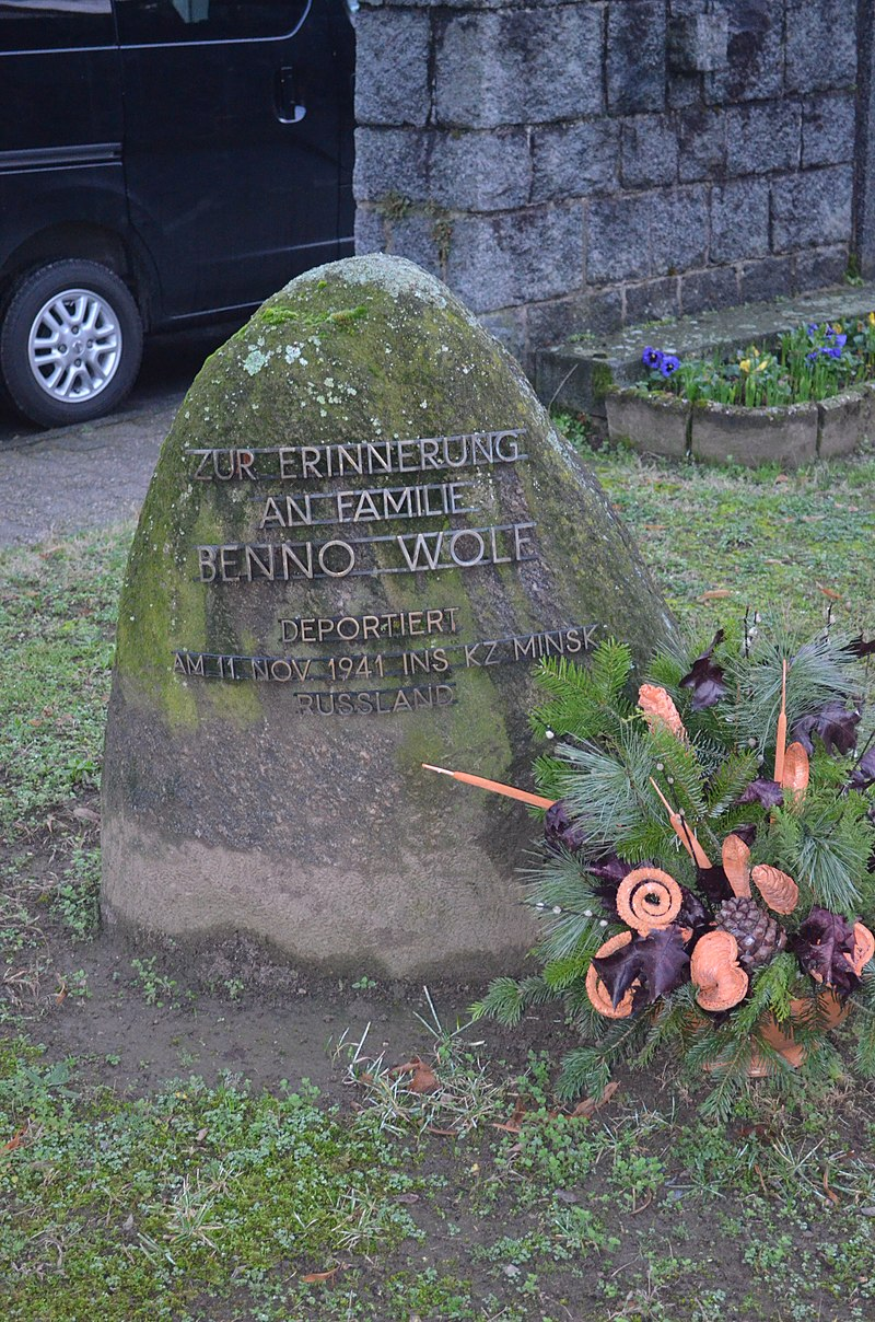 Bickenbach, Mahnmal, Familie Benno Wolf.JPG