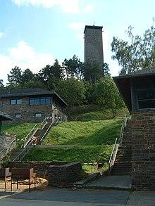 Dvorci koje verovatno nikada nećete posedovati 220px-Blick_auf_Turm_Burg_Vogelsang2