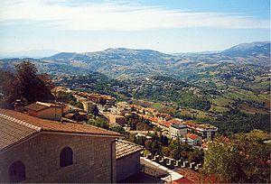 Blick von San Marino auf die Apenninen