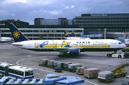 2002 World Cup winning Brazil national football team airplane in Brazilian team livery Boeing 767-341-ER, Varig AN0251315.jpg