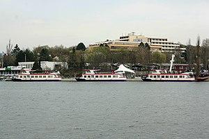 Brno, Bystrc, tři lodě.jpg