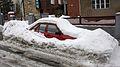 Brno, Kraví hora, zasněžené auto.JPG