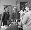 Bundesarchiv B 145 Bild-F012905-0006, Bonn, Schule, Staatssekretärin aus Guinea.jpg