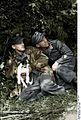 Bundesarchiv Bild 101I-721-0387-09A, Frankreich, Luftwaffensoldaten mit Hund Recolored.jpg