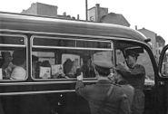 Bundesarchiv Bild 183-87665-0002, Berlin, Mauerbau, Checkpoint Charlie