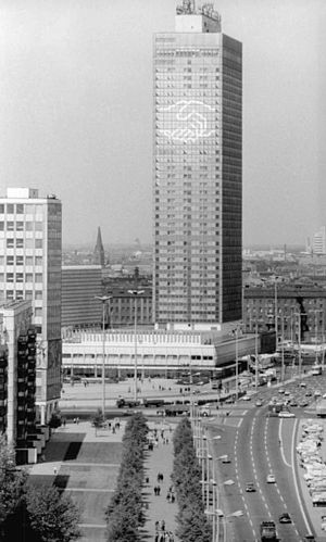 Park Inn Berlin - Interhotel Stadt Berlin in 1976, decorated for the 9th SED Party Congress
