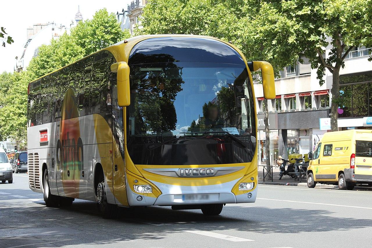 File bus iveco sur le boulevard du montparnasse paris le - Bus 351 paris ...