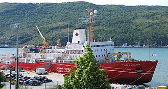 Canadian Coast Guard - Image: CCGS Louis S. St Laurent, Heavy Icebreaker